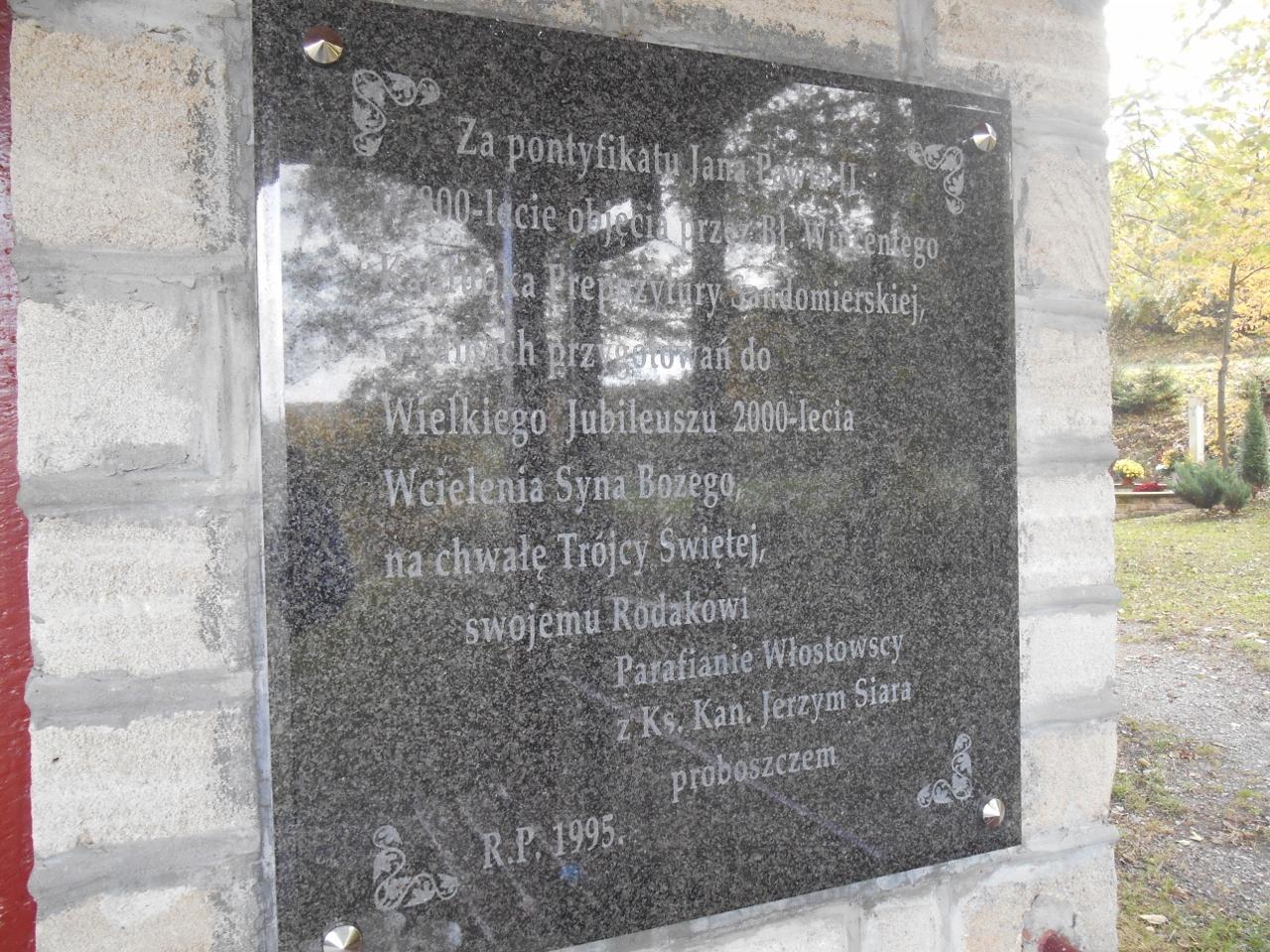 Tablica na kapliczce bł. Wincentego Kadłubka
